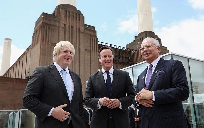 Da sinistra: il sindaco di Londra (Boris Johnson) il primo ministro inglese (David Cameron) e il primo ministro della Malesia Datuk Seri Najib Razak alla cerimonia d'inizio lavori alla Battersea Power Station (4 luglio 2013). Source: Daily Telegraph
