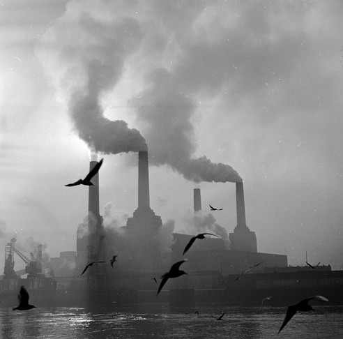 Contributo della Battersea Power Station all'inquinamento di Londra e alle sue atmosfere fumose (getty images)